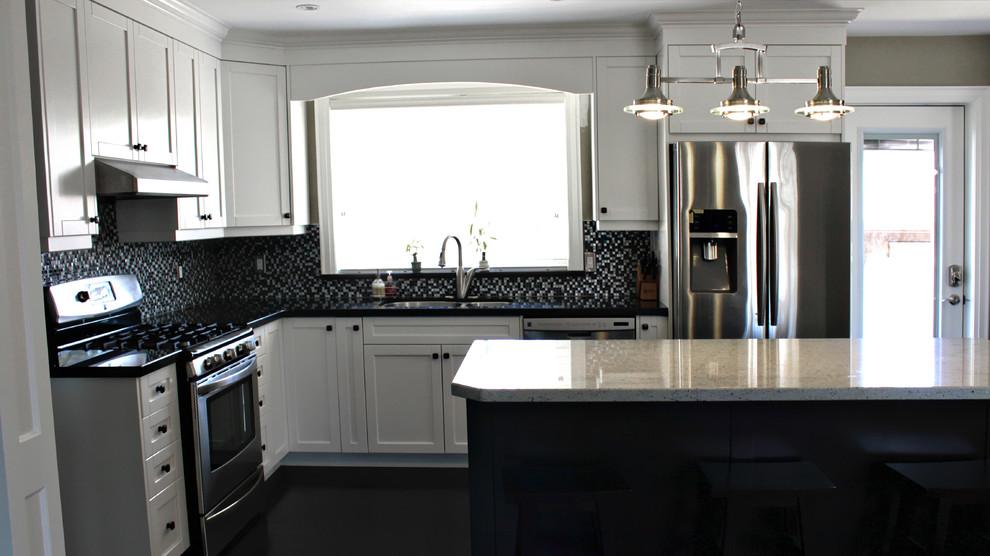 Темный пол на кухне